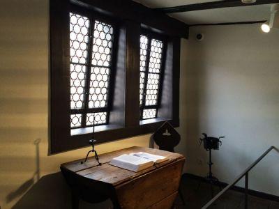 Luthers Studiertisch <br>(schon mit abklappbarer Tischplatte)